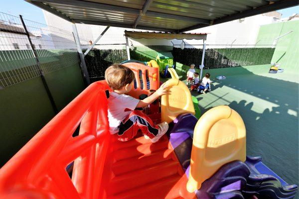 patio-centro-infantil-tenerife
